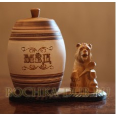 Бочонок для меда  с резным медведем на подставке 1,6л